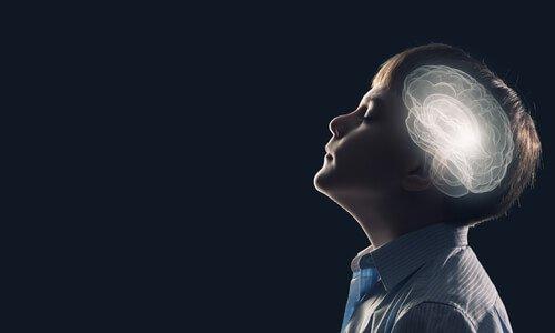 Niño-con-el-cerebro-iluminado