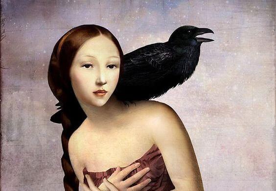 mujer-con-cuervo-emitiendo-juicios